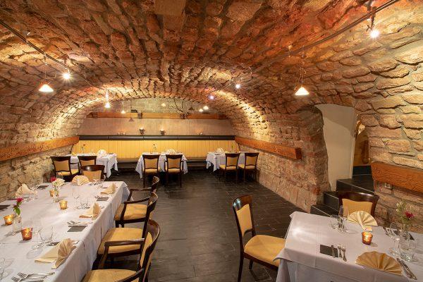 In BECKERS Weinhaus erwartet Sie feinste Landhausküche sowie Weine vom eigenen Gut und der Mosel.
